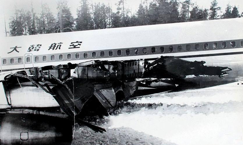 Боинг в Карелии Разрушения конца левого крыла после попадания ракеты С такими разрушениями самолёт смог довольно удачно приземлиться
