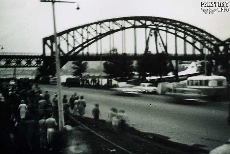 Ту-124 совершивший посадку на реку Неву 21 августа 1963 года рядом с железнодорожным мостом