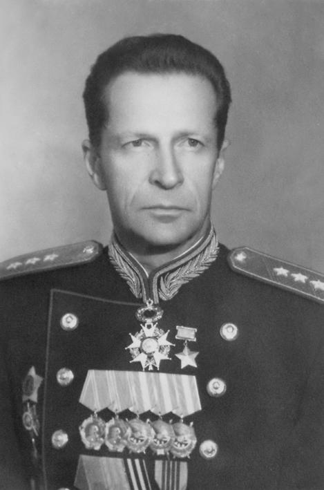 Михаил Михайлович Громов генерал полковник при всех своих регалиях