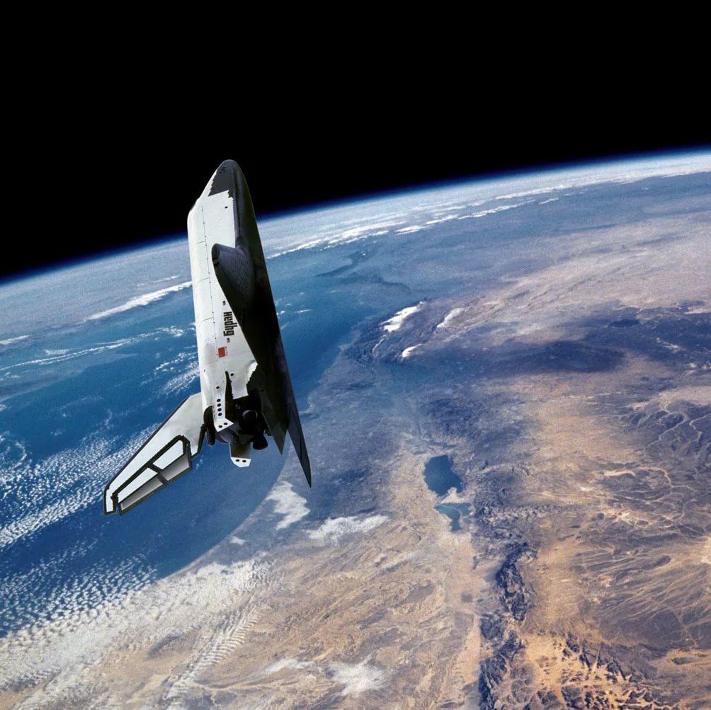 Советский космический корабль многоразового использования Буран на орбите