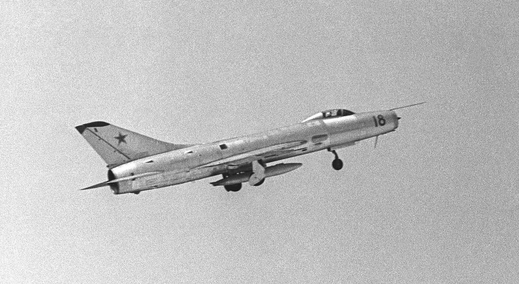 Советский истребитель-перехватчик Су-9
