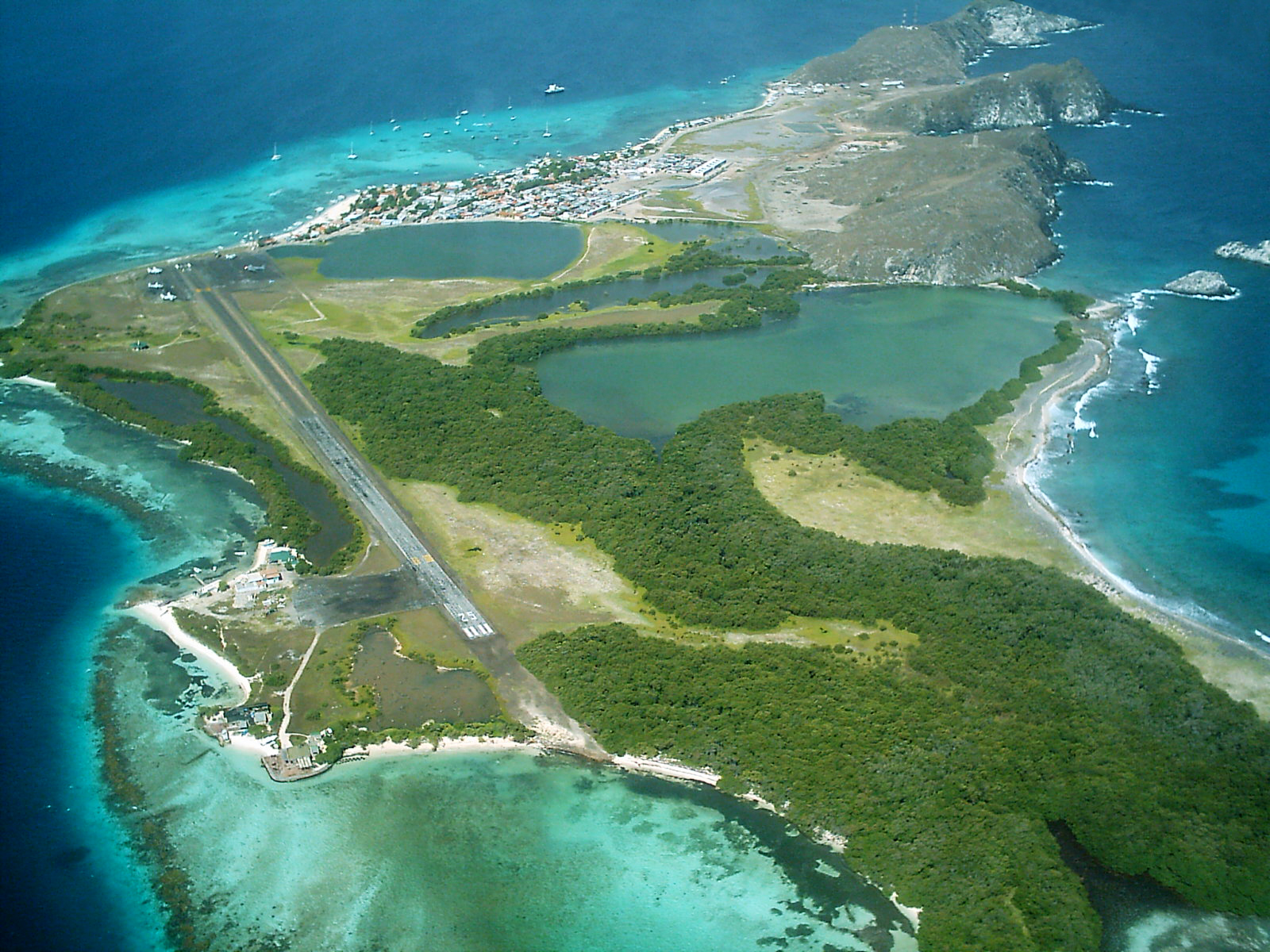 Аэропорт Лос-Рокес на острове Эль-Гран-Рок принадлежащем Венесуэле