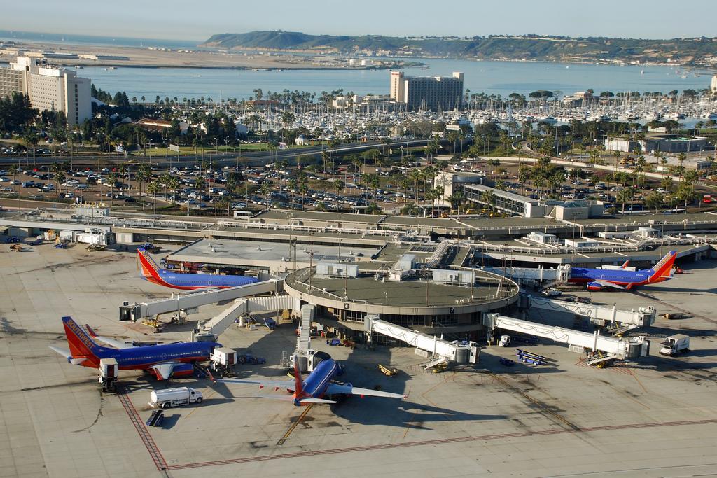 Аэропорт Сан-Диего в США Стояни самолётов