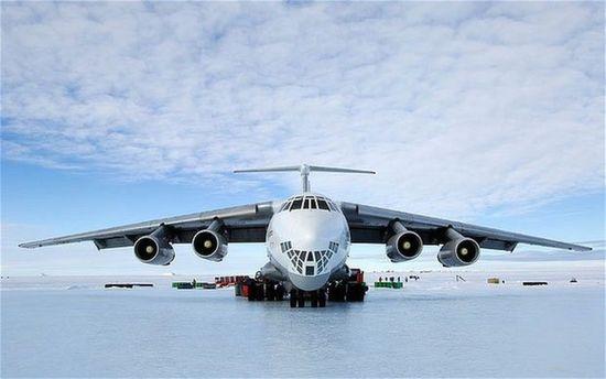 Аэропорт полярной станции Новолазаревская в Антарктиде Самолёт Ил-76-90ВД авиакомпании Волга-Днепр