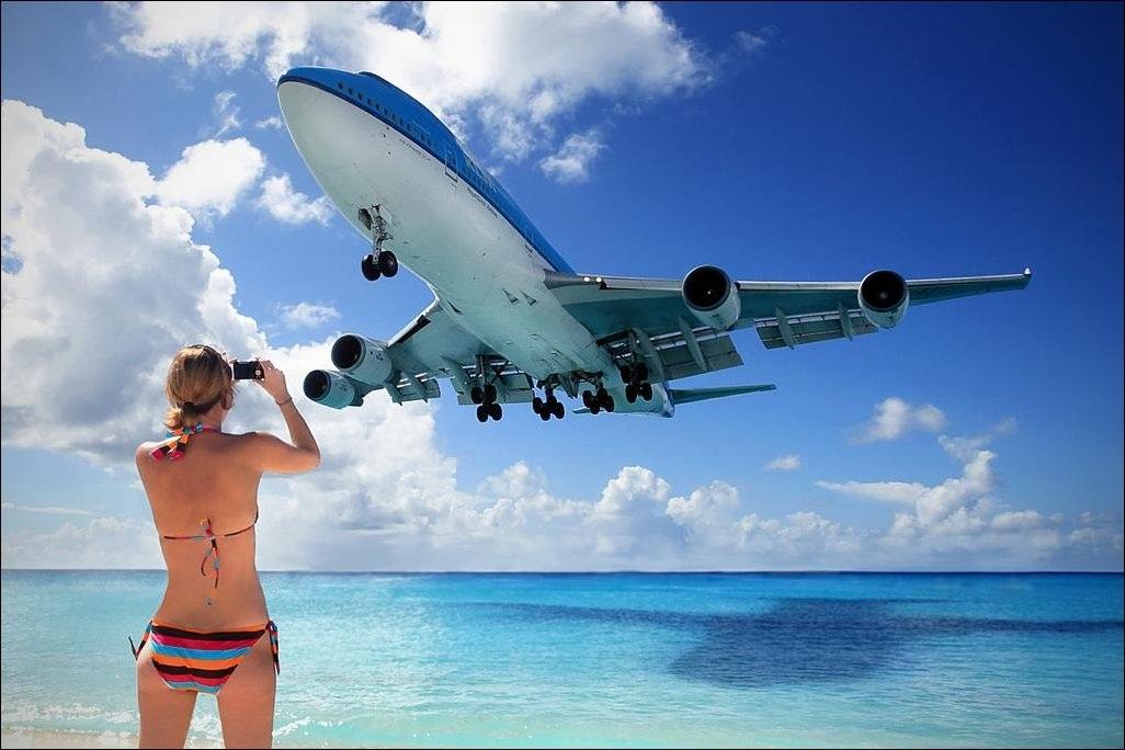 Карибское море Антильские острова Остров Сен-Мартен Аэропорт Принцессы Юлианы За несколько секунд до посадки проход над пляжем