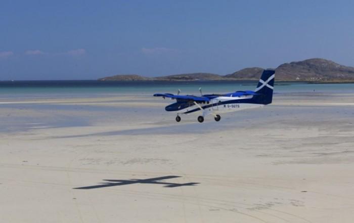 Посадка в аэропорту Барра в Шотландии