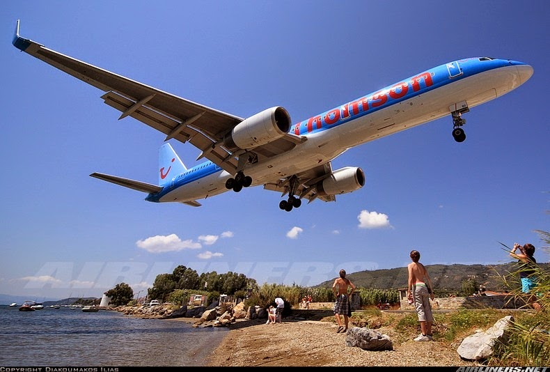 Посадка в аэропорту Скиатос (Skiathos) в Греции