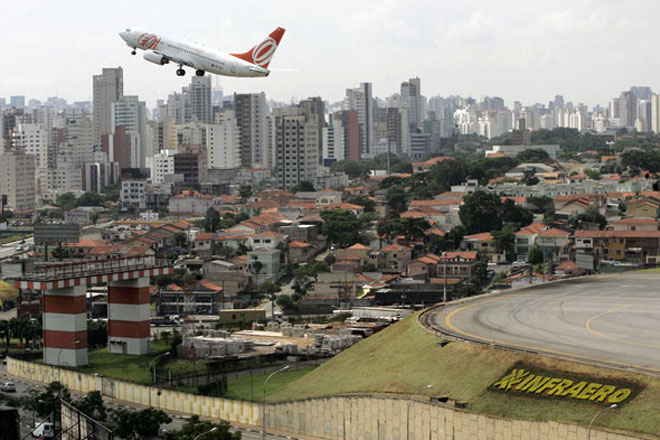Взлёт в аэропорту Конгоньяс (Сongonhas) в городе Сан-Паулу в Бразилии
