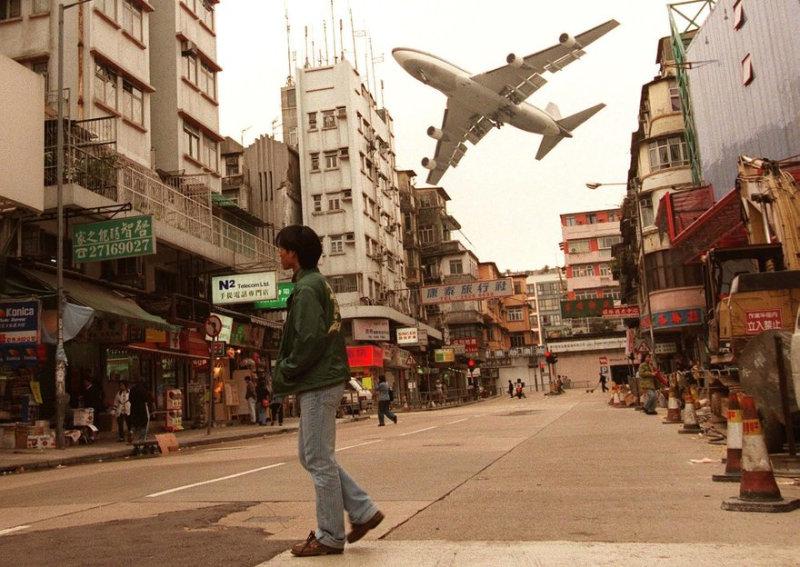 Заход на посадку в аэропорт Кай Так в Гонконге Самолёт Боинг-747