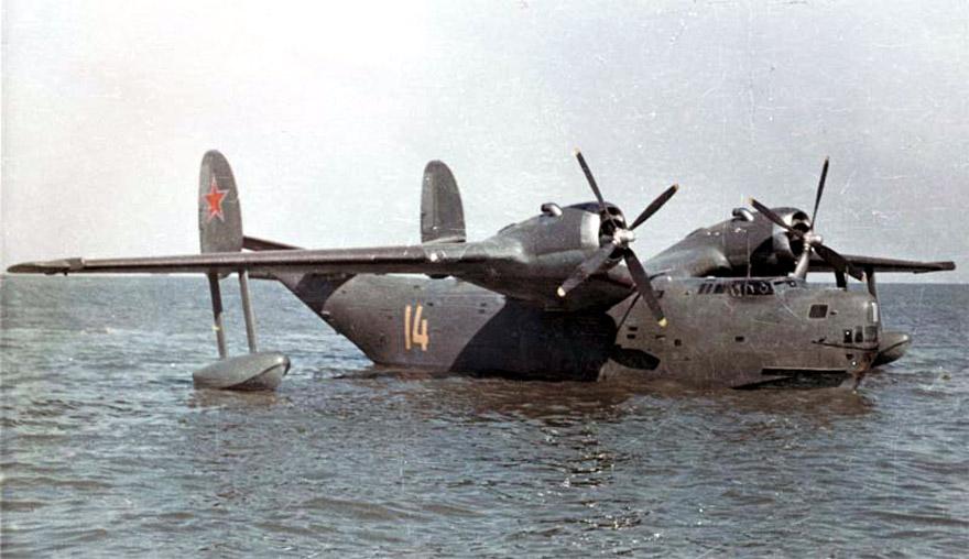 Гидросамолёт ОКБ Г.М.Бериева Бе-6 на плаву