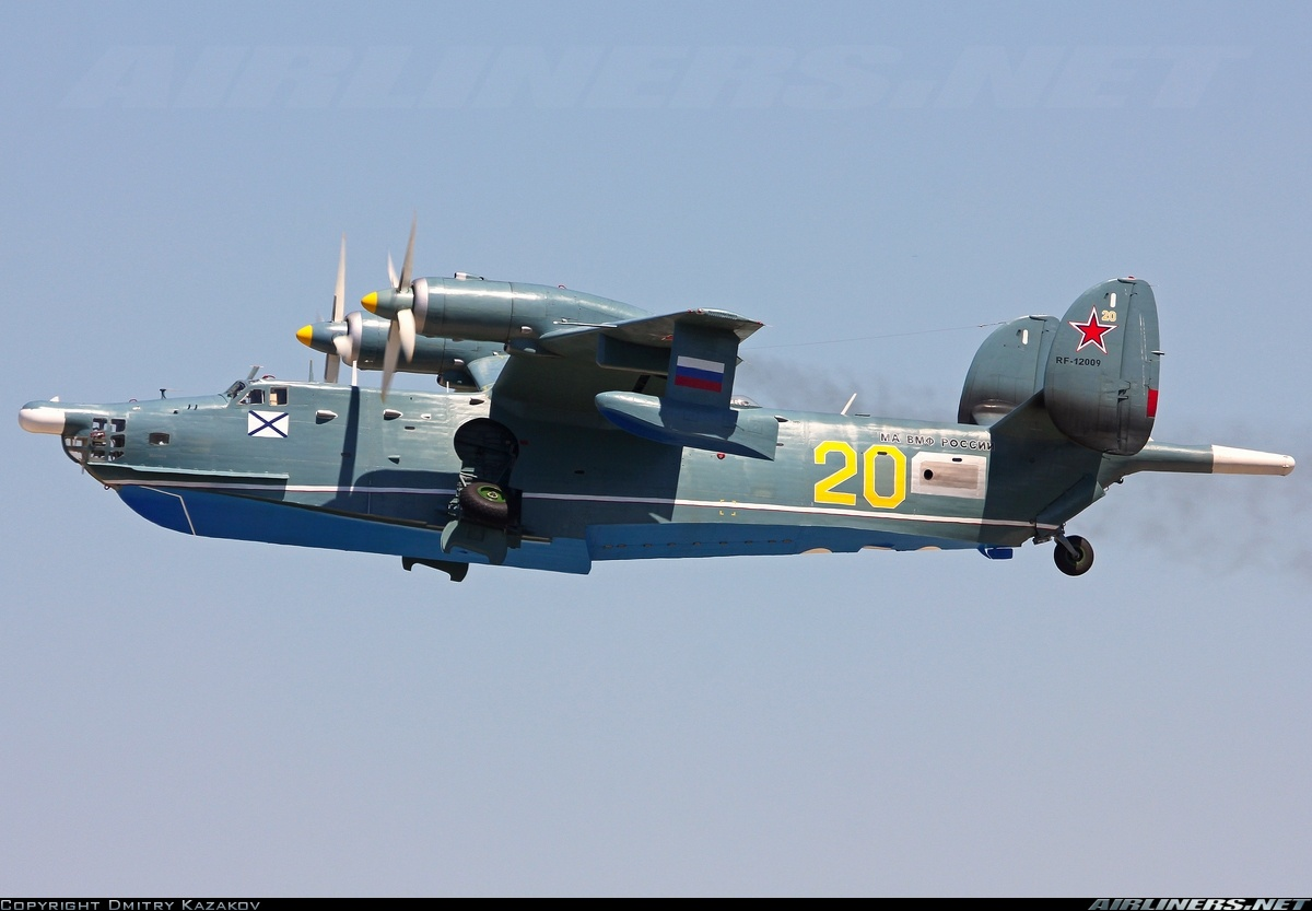 Самолёт-амфибия ОКБ Г.М.Бериева Бе-12 на посадке Выпуск шасси