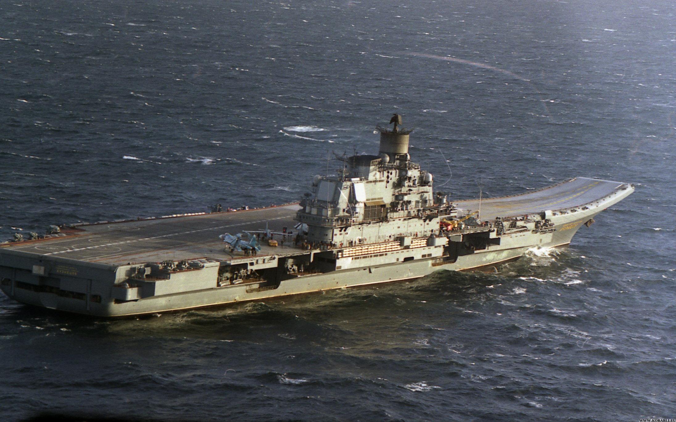 Авианосец адмирал Кузнецов Вид на подъёмники авиатехники