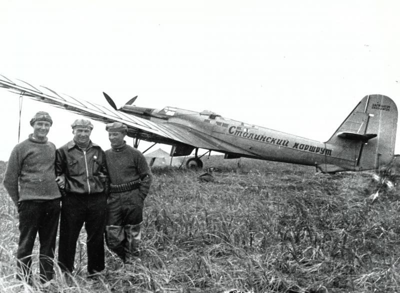 Экипаж Валерия Павловича Чкалова после посадки на острове Удд