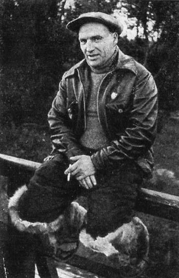 Валерий Павлович Чкалов в унтах для высотного полёта