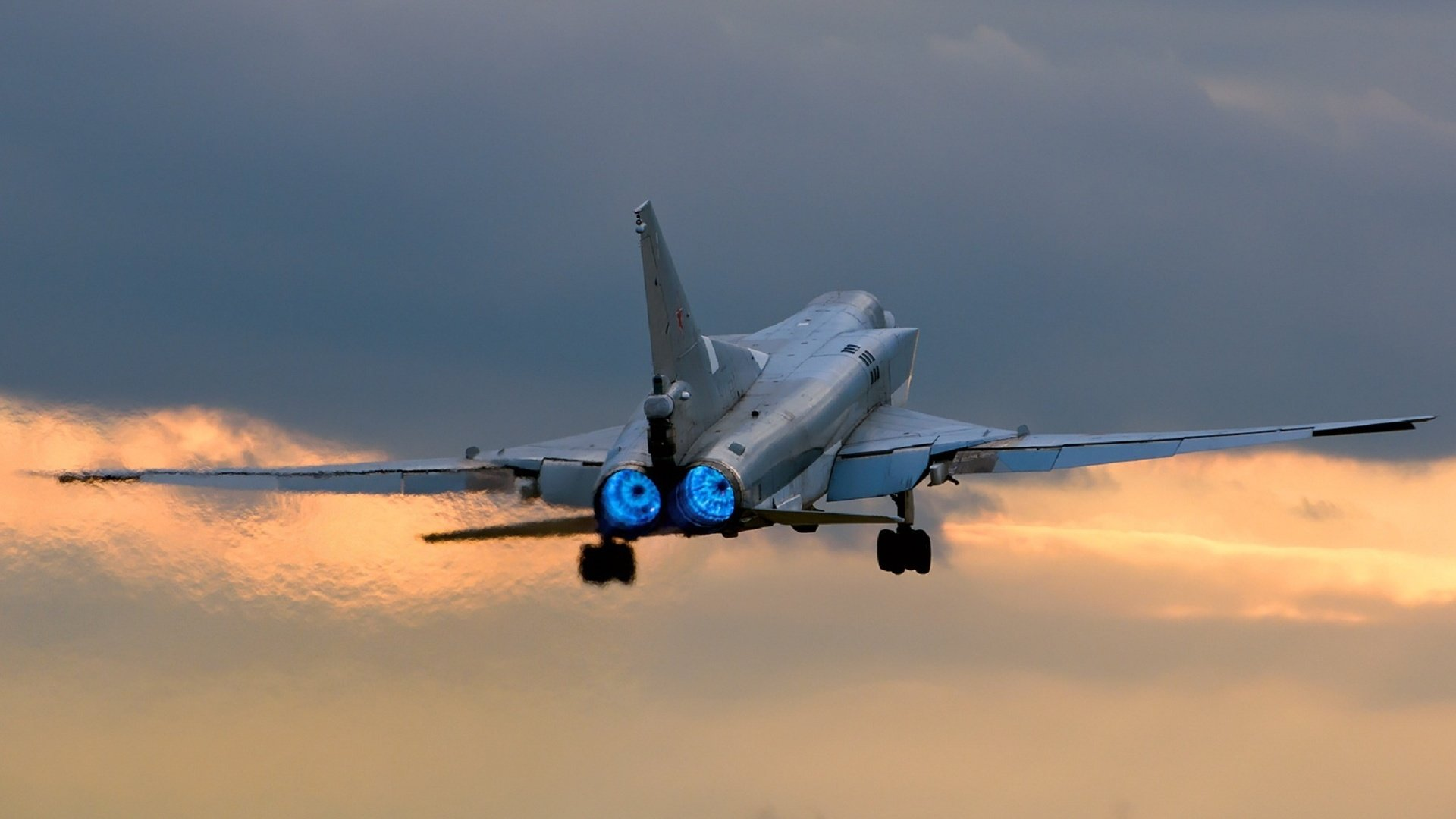 Ту-22М3 на взлёте на форсажном режиме