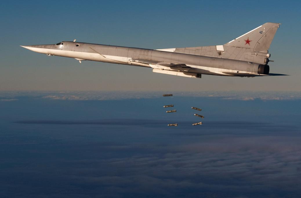Ту-22М3 производит бомбардировку