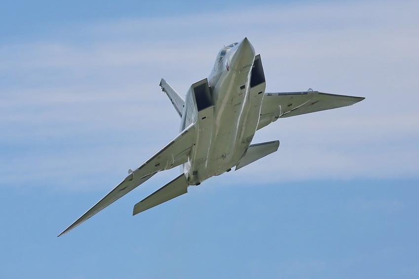 Ту-22М3 с положением крыльев с увеличенной стреловидностью