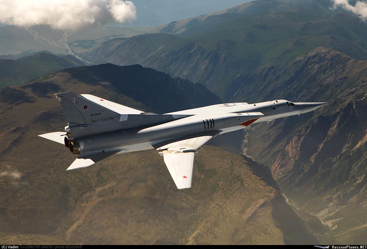 Ту-22М3 в полёте на дозвуковой скорости