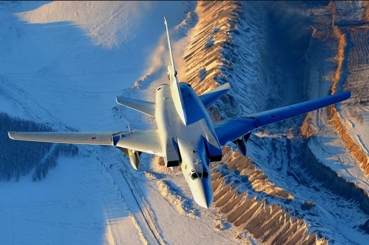 Ту-22М3 в полёте на крейсерском режиме на дозвуковой скорости