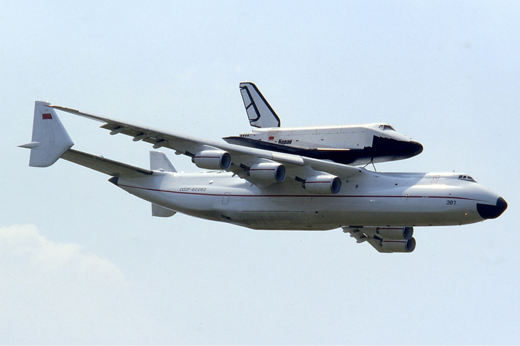 Ан - 225 Мрия с космическим кораблём Буран