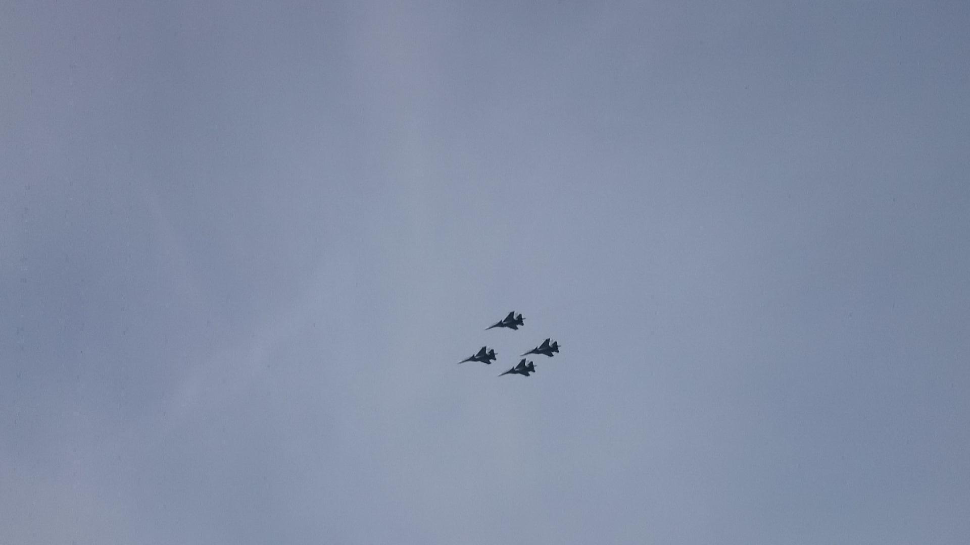 Красноярск Авиашоу над городом Четвёрка Су - 30 Высший пилотаж._25.10.2014г