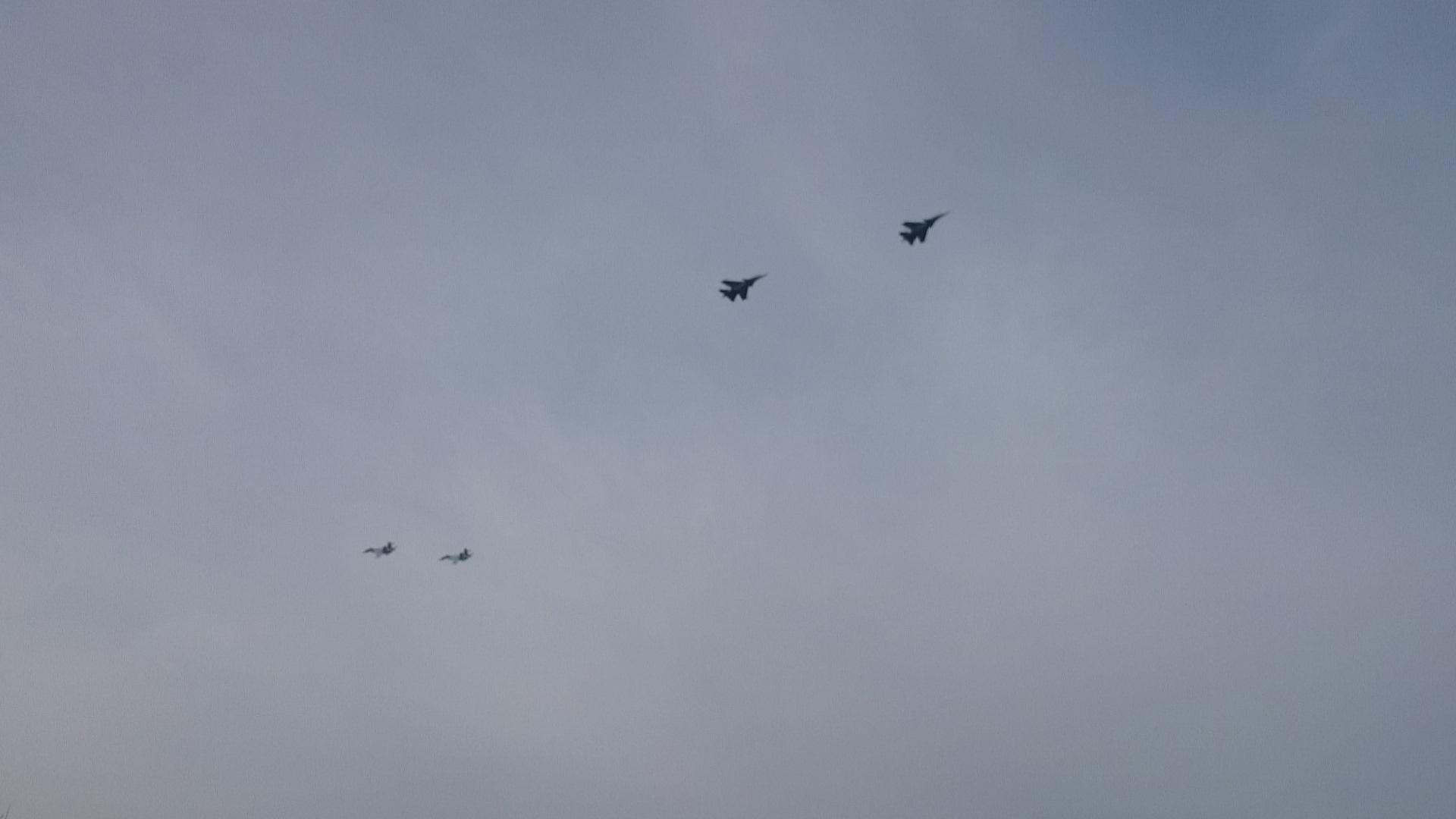 Красноярск Авиашоу над городом Две пары Су - 30 Фигура схождение навстречу друг другу._25.10.2014г