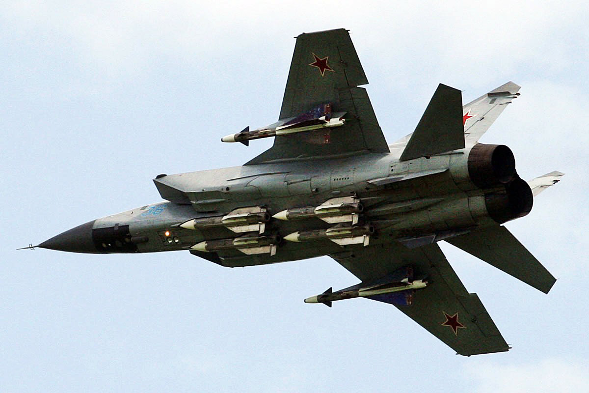 МиГ-25 Высотный скоростной истребитель-перехватчик