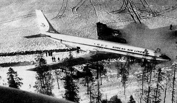 Боинг в Карелии Посадка на замёрзшее озеро Корпиярви после попадания ракеты в конец левого крыла