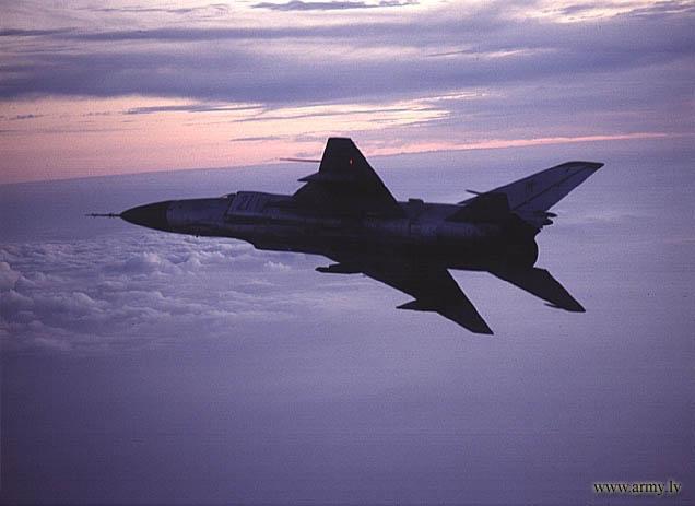 Истребитель Су-15