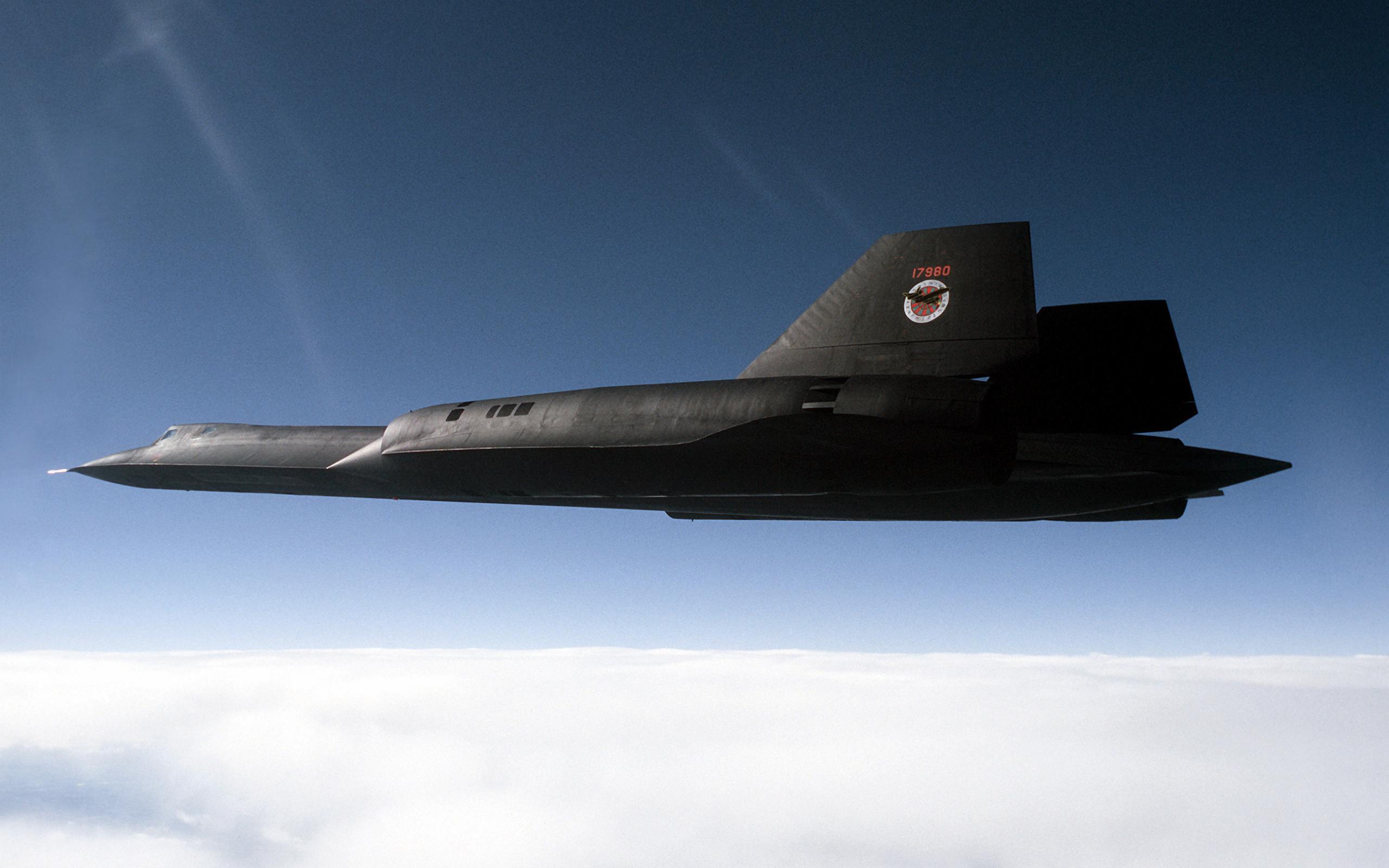 Американский гиперзвуковой разведчик SR-71 Скорость 5000 км в час Высота полета 30450 м._16490
