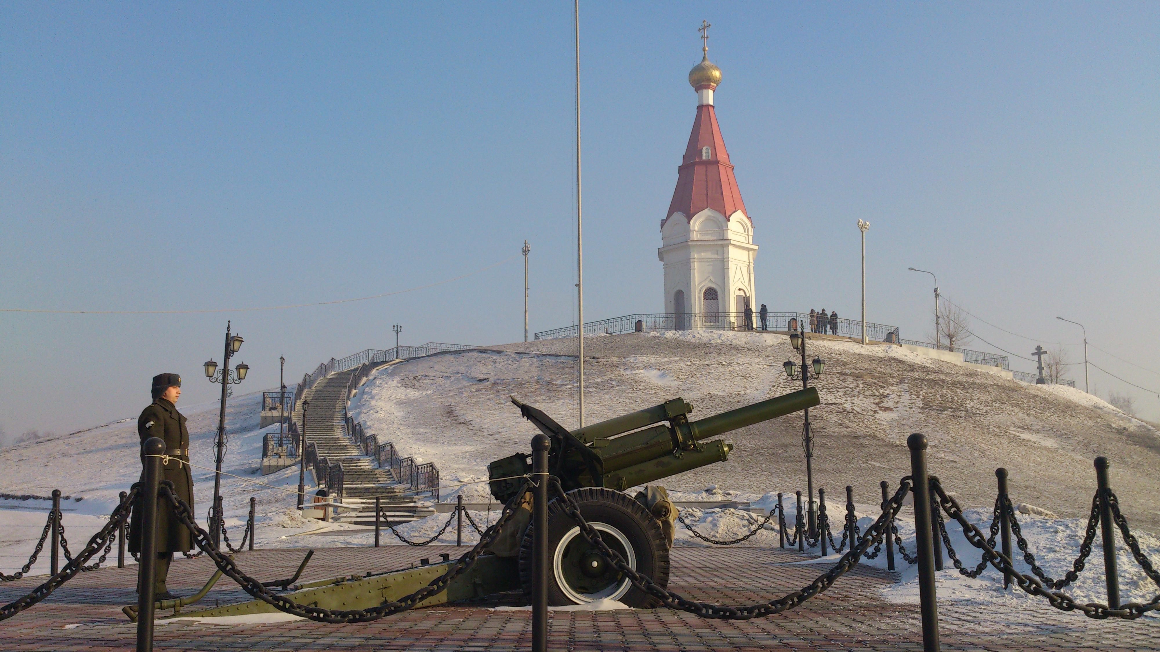 Красноярск Часовня.Пушка выстрелом оповещает город о наступлении полудня. 7.02.2013 года