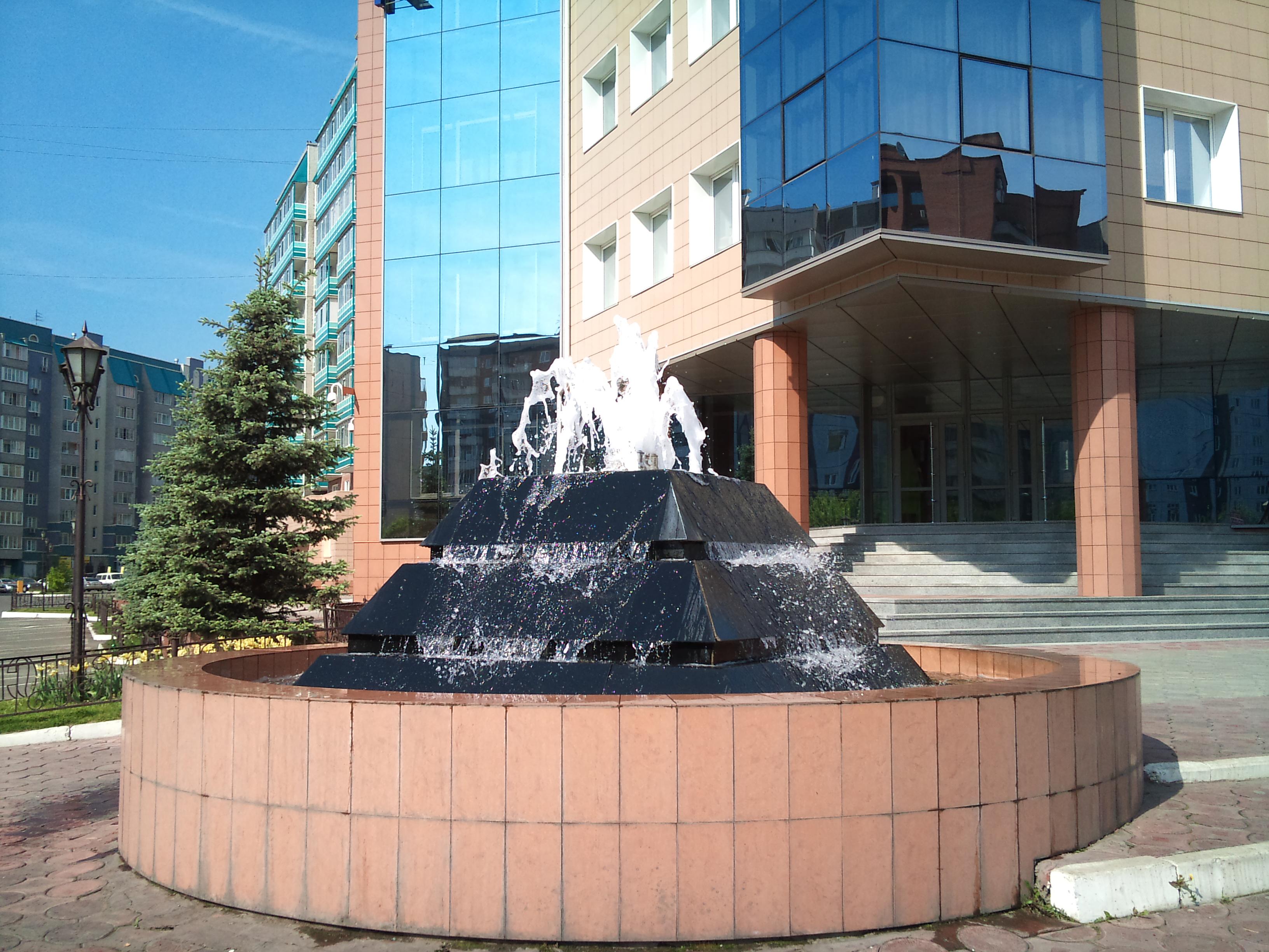 Красноярск Фонтан Управляющей строительной компании Сибиряк. 10.06.2012 года
