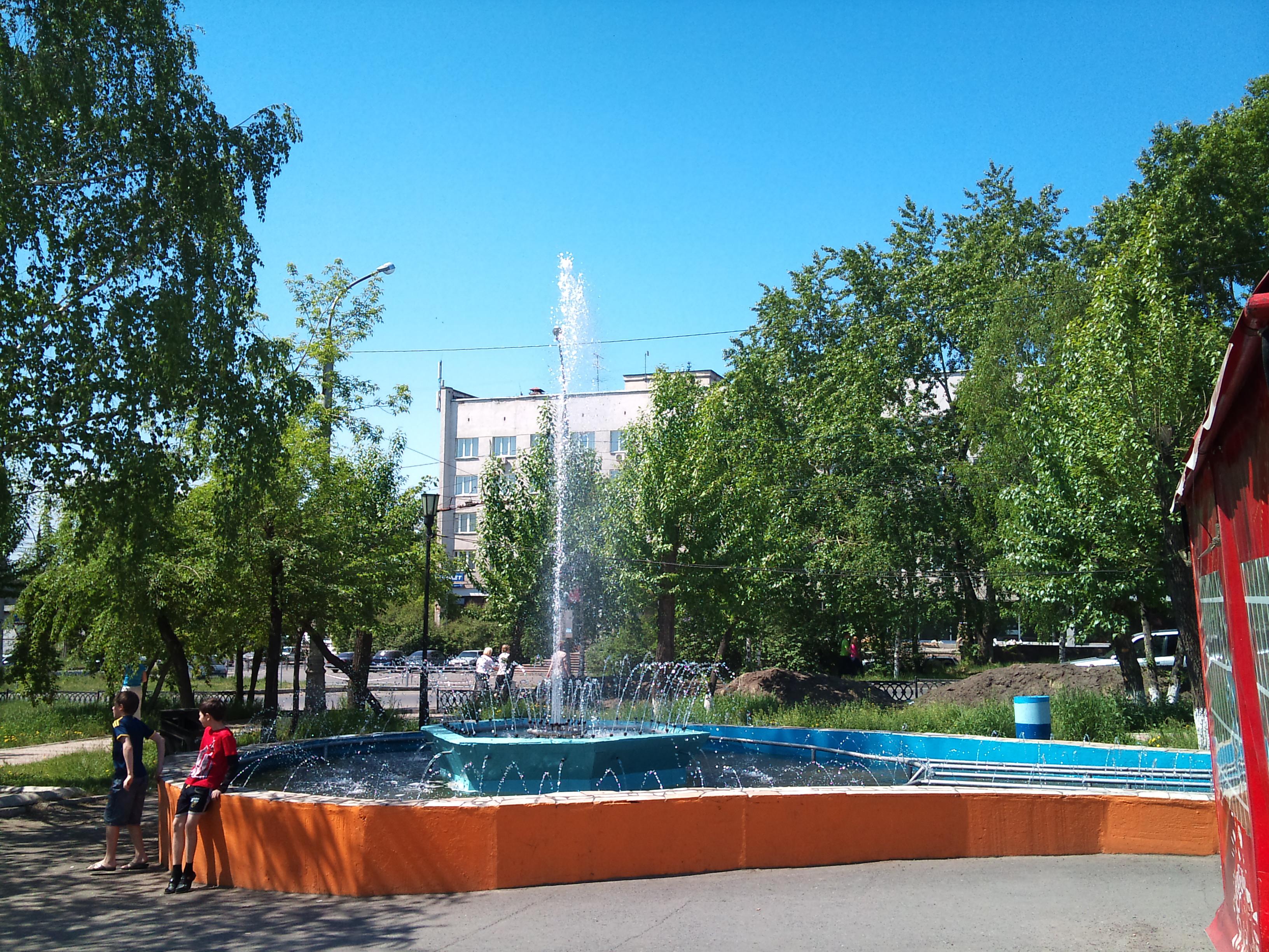 Красноярск фонтан напротив автовокзала. 4.06.2012 года