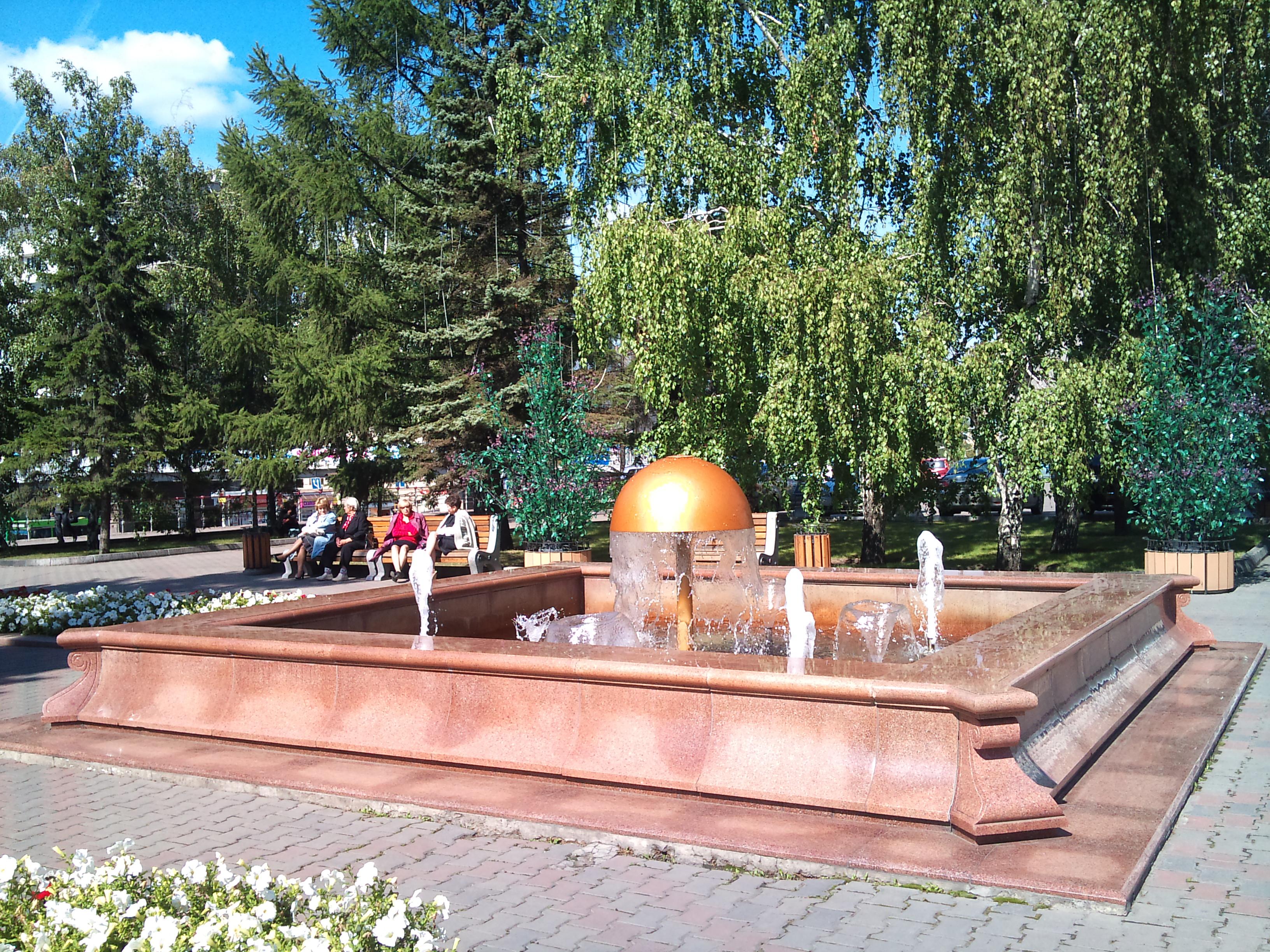 Красноярск Фонтан у Администрации горда. 24.08.2012 года