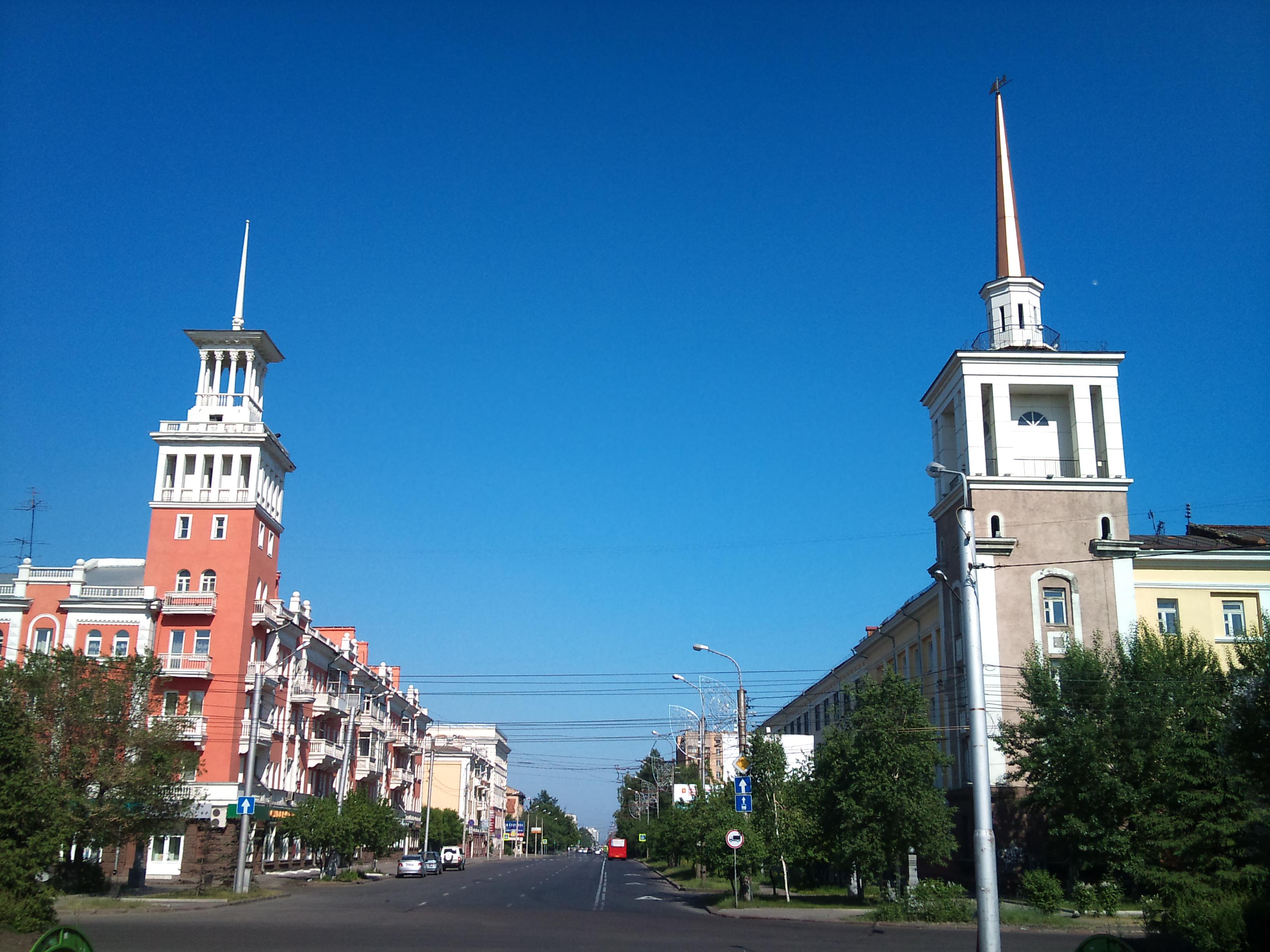 Красноярск вид с Красной Площади на ул. Карла Маркса. 12.06.2012года