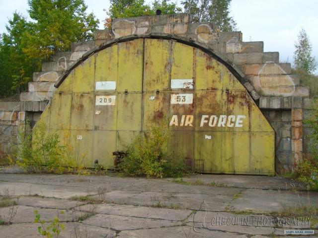 Военный аэродром Вещёво в Ленинградской оьласти куда был посажен самолёт с Овечкиными - Семью Симеонпми