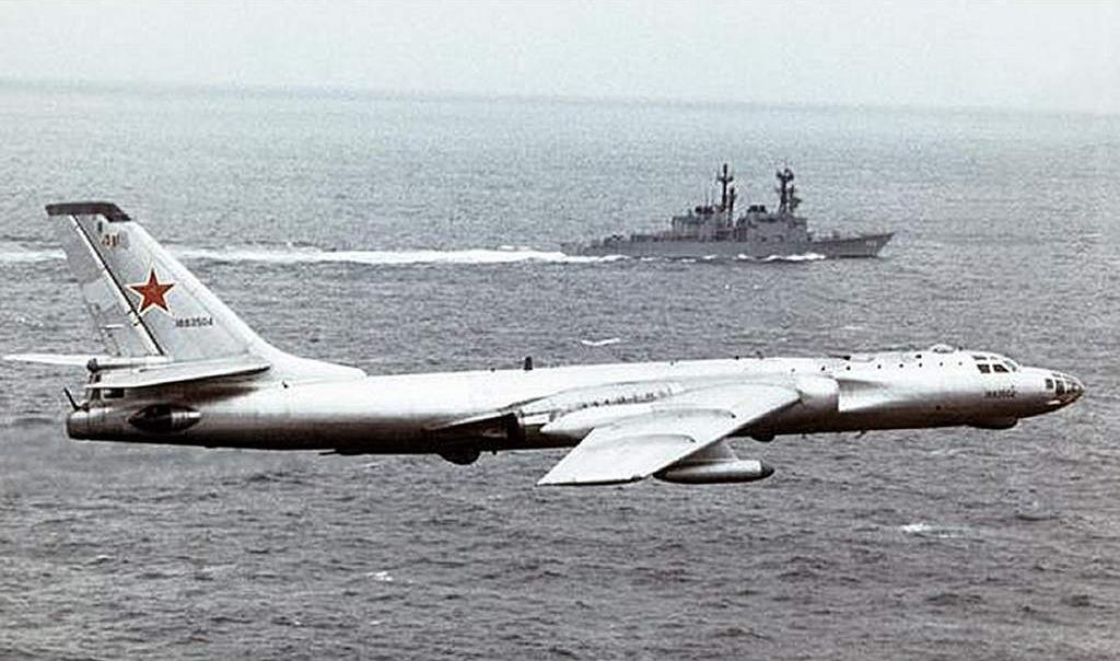 Военный бомбардировщик Ту-16 с которого была взята аэродинамическая схема Ту-104 и Ту-124