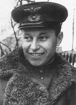 Александр Иванович Покрышкин после лётного училища