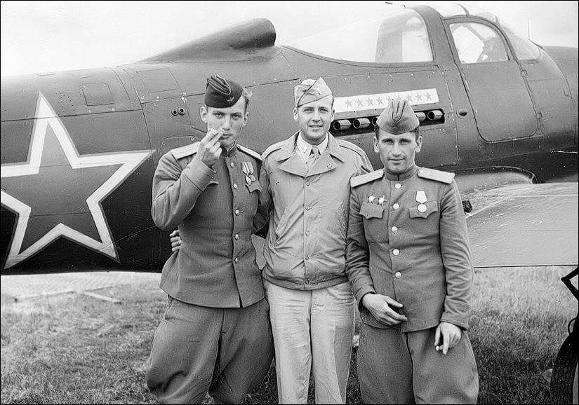 Американский истребитель Эйркобра готовый к перегону в СССР