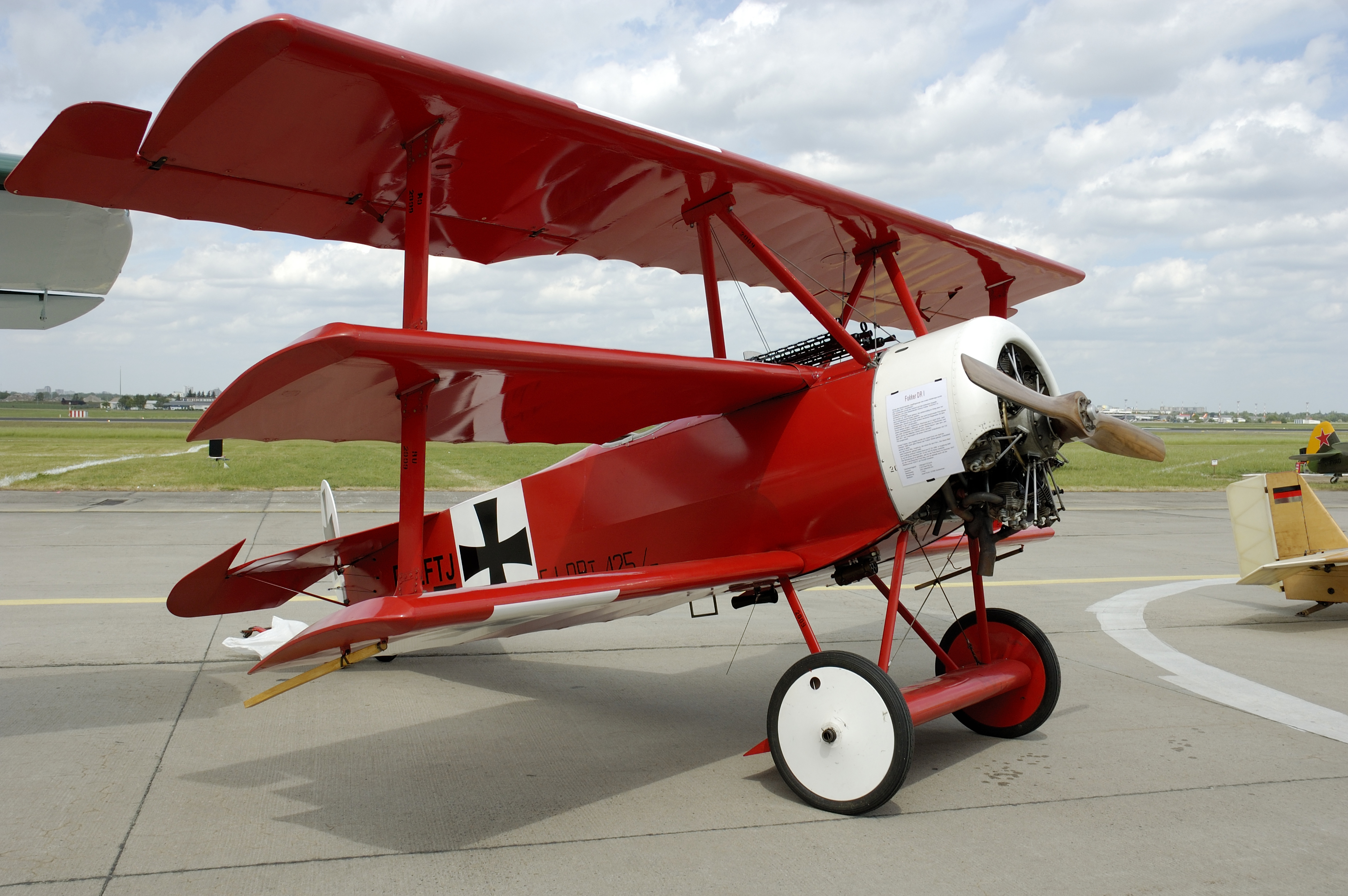 Манфред фон Рихтгофен летал на таком самолёте истребителе