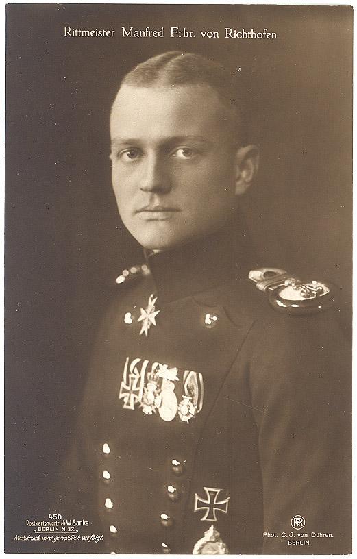 Манфред фон Рихтгофен при своих боевых регалиях