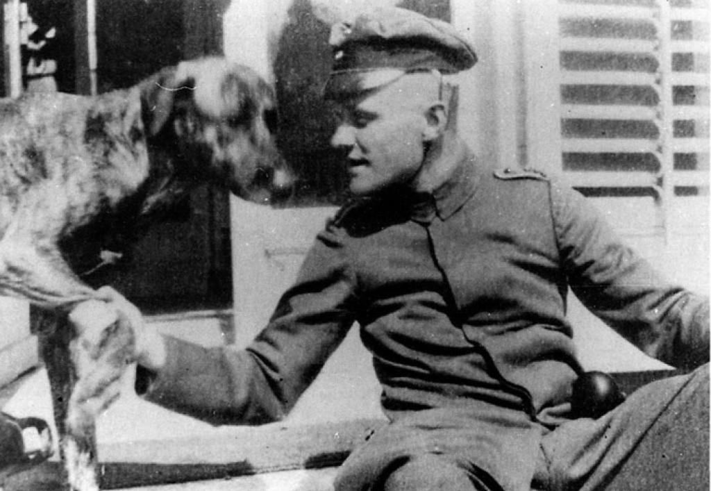Манфред фон Рихтгофен со своей любимой собакой