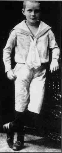 Манфред фон Рихтгофен в детстве в 1899 году В возрасте 7-ми или 8-ми полных лет
