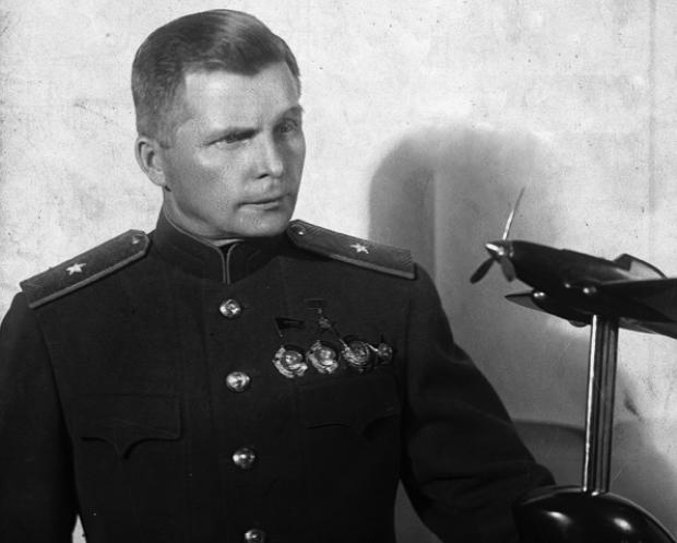 Сергей Владимирович Ильюшин и модель штурмовика Ил-2