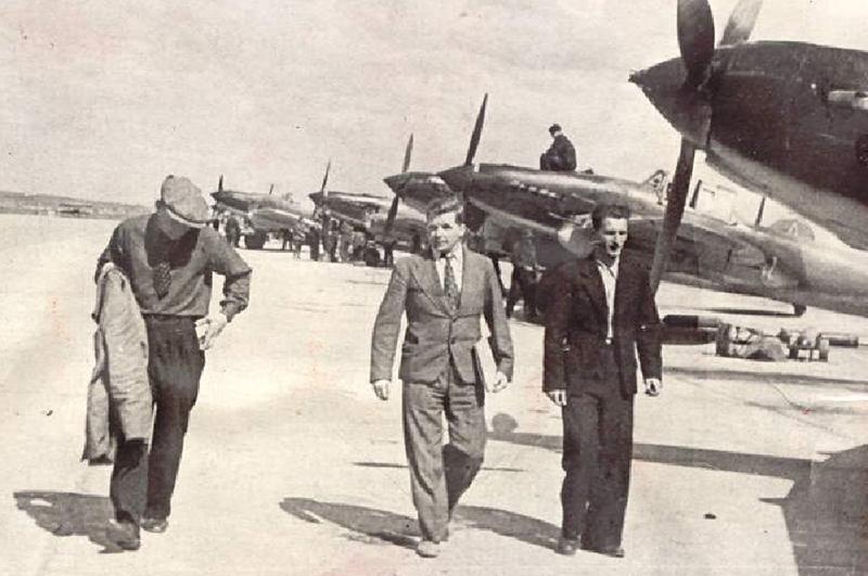 Сергей Владимирович Ильюшин на стоянке штурмовиков Ил-2