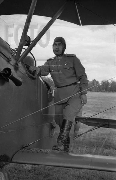Алексей Петрович Маресьев инструктор на учебном самолёте У-2