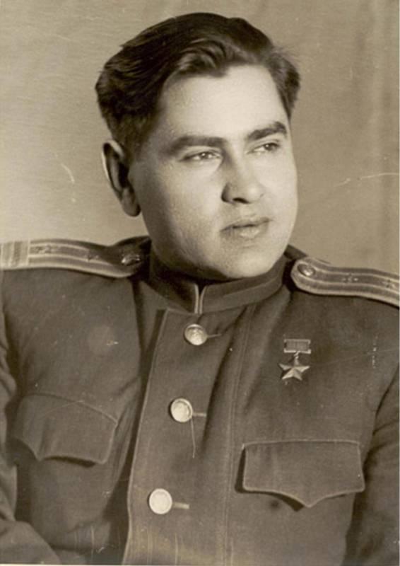 Алексей Петрович Маресьев после присвоения ему звания героя Советского Союза