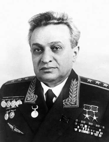Микоян Артём Иванович при наградах