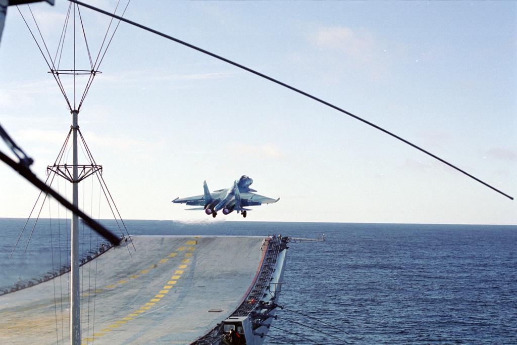 Су-33 Взлёт с трамплина авианосца Кузнецова