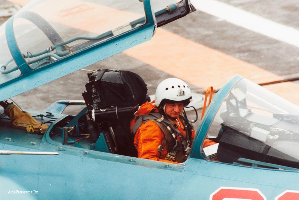 Су-33 с открытой кабиной на палубе авианосца Кузнецов